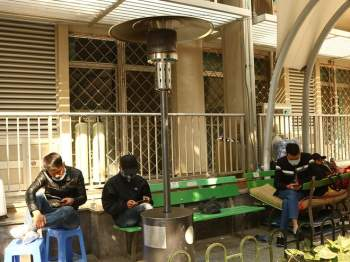 Trời Hà Nội rét sâu, xuất hiện cây sưởi ga tại bệnh viện Bạch Mai
