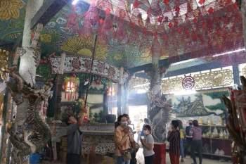 Rằm tháng Giêng Tân Sửu 2021: Hàng dài người Sài Gòn cầu an ở ngôi miếu cổ trên sông - ảnh 3