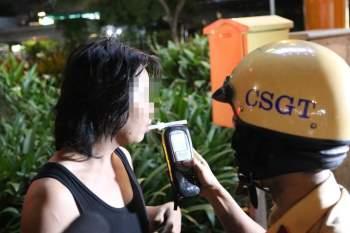 Thanh niên uống 50 lon bia cố tình ghé 'tặng xe' CSGT làm kỷ niệm vì quá buồn! - ảnh 4