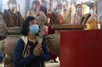 Rằm tháng Giêng Tân Sửu 2021: Hàng dài người Sài Gòn cầu an ở ngôi miếu cổ trên sông - ảnh 6