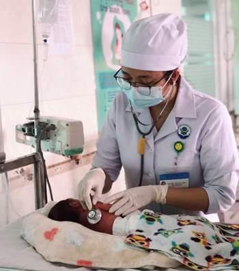 Cứu sống mẹ con sản phụ 28 tuổi tiền sản giật nặng, xuất huyết não -0