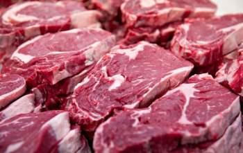 Sau khi sơ chế, bò được nướng trên bếp than hồng. Miếng bò được gọi là ngon khi tái hồng, không bị cháy. Sau đó, người ta cắt lát mỏng và ăn cùng nước chấm, rau sống. Ảnh: Siêu thị thực phẩm.