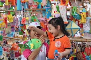 Hàng nghìn chiếc đèn lồng handmade di động rực rỡ đường phố Hà Nội - Ảnh 9.