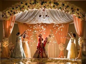 Các gia đình Ấn Độ rất quan tâm đến việc dựng vợ gả chồng cho con cái. Ảnh: Priyanca Rao.