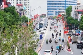Đường phố Thủ đô rực rỡ cờ hoa chào mừng kỷ niệm 1010 năm Thăng Long - Hà Nội - Ảnh 6.