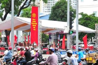 Đường phố Thủ đô rực rỡ cờ hoa chào mừng kỷ niệm 1010 năm Thăng Long - Hà Nội - Ảnh 5.