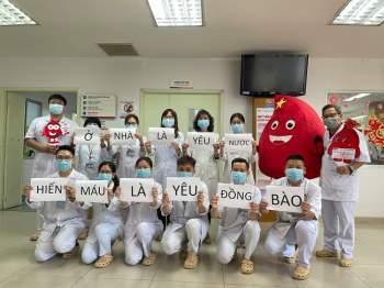 Đoàn giám sát công tác phòng chống bệnh Tay chân miệng tại trường học ở huyện Bình Chánh TPHCM. (Ảnh: HCDC).