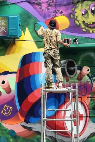 Chùm tác phẩm nghệ thuật Graffiti độc đáo với chủ đề Chung tay đánh bay COVID-19 - Ảnh 10.