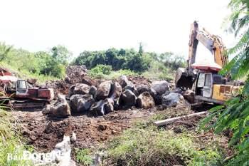 Cải tạo đất, thu hồi vật liệu trên đất nông nghiệp tại H.Trảng Bom. Ảnh: Lê An