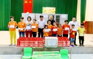 Tết Trung thu, Báo GĐ&XH trao hơn 20 triệu đồng của nhà hảo tâm tới trẻ em khó khăn SOS Hà Tĩnh - Ảnh 7.