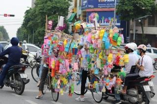 Hàng nghìn chiếc đèn lồng handmade di động rực rỡ đường phố Hà Nội - Ảnh 6.
