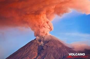 Núi lửa Merapi của Indonesia phun khí nóng, 500 người phải sơ tán -0