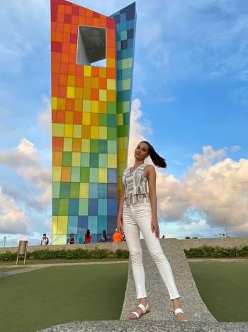 Diện bodysuit, Miss Universe 2018 - Mèo xám Catriona Gray bị chê chân to như cột đình Ảnh 10