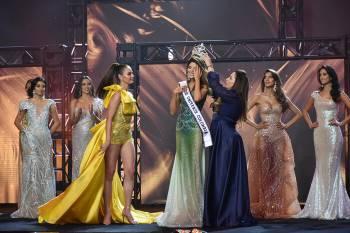 Diện bodysuit, Miss Universe 2018 - Mèo xám Catriona Gray bị chê chân to như cột đình Ảnh 13