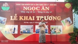 Bà Nguyễn Thị Hoàng Yến-Chánh Văn phòng Hội khoa học Tâm ý giáo dục Việt Nam công bố quyết định thành lập Trung tâm.