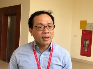 Hiệu trưởng ĐH Y Hà Nội: Nên động viên nam sinh 10 năm cõng bạn đến trường thiếu 0,25 điểm chấp nhận kết quả - Ảnh 1.