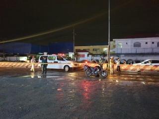 Truy xét xe container cán chết 2 người trong mưa nhưng bỏ đi - Ảnh 1.