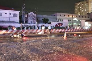 Truy xét xe container cán chết 2 người trong mưa nhưng bỏ đi - Ảnh 3.