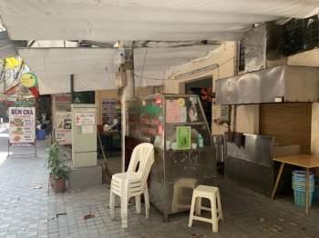 Hàng quán Hà Nội đóng cửa, nhân viên mất việc, không có thu nhập ngay sau Tết Nguyên đán10
