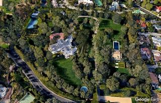 """Hé lộ căn biệt thự 165 triệu USD của tỷ phú Jeff Bezos: Rộng hơn 3 hecta, kín cổng cao tường và có cả """"nhà phụ"""" 10 triệu USD sát cạnh bên - Ảnh 3."""