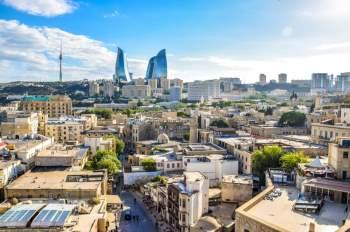 Lãnh thổ của Azerbaijan nằm ở cả châu Âu và châu Á với các ranh giới phía đông bắc chạy dọc theo lưu vực sông Caucasus. Có 5 quận nằm hoàn toàn ở châu Âu, 53 quận nằm ở châu Á.