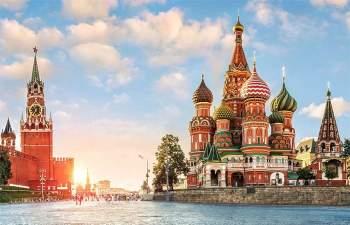 Liên bang Nga có diện tích tự nhiên lớn nhất thế giới (hơn 17,1 triệu km2). Lãnh thổ nước này chiếm tới 3/4 diện tích của châu Âu và 1/4 diện tích của châu Á. Nga có 11 múi giờ khác nhau, là một trong những quốc gia có nhiều múi giờ nhất trên thế giới.