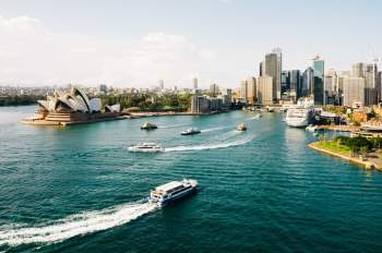 Châu Đại Dương (châu Úc) nhỏ nhất trong số các châu lục trên thế giới (hơn 8,5 triệu km2). Riêng Australia chiếm tới 86% diện tích của châu lục này (gần 7,7 triệu km2).