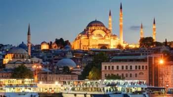 Istanbul của Thổ Nhĩ kỳ là thành phố duy nhất trên thế giới nằm ở châu Á và châu Âu. Đây cũng chính là thành phố lớn nhất của Thổ Nhĩ Kỳ, dân số hơn 14 triệu người.