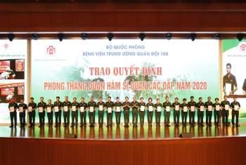 'Nguoi linh ao trang' chinh phuc nhung dinh cao y hoc the gioi hinh anh 3