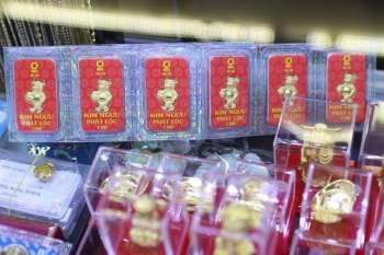 Người Sài Gòn không cần xếp hàng dài khi đi sắm vàng trong ngày vía Thần Tài4
