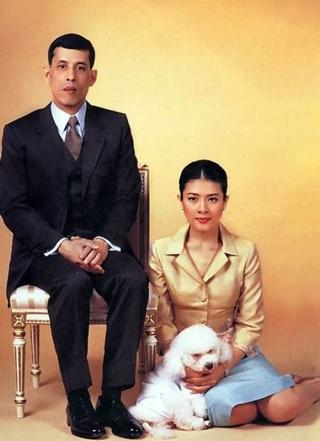 Vua Thái Lan không cho con trai một xu dù Hoàng tử đang bị lưu đày và mắc bệnh hiểm nghèo - Ảnh 2.