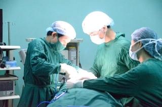 Xử lý khối bướu giáp khổng lồ cho bệnh nhân basedow