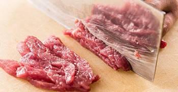 Xào thịt bò bị dai nhách, kém ngon vì thiếu nguyên liệu này khi ướp  - Ảnh 1