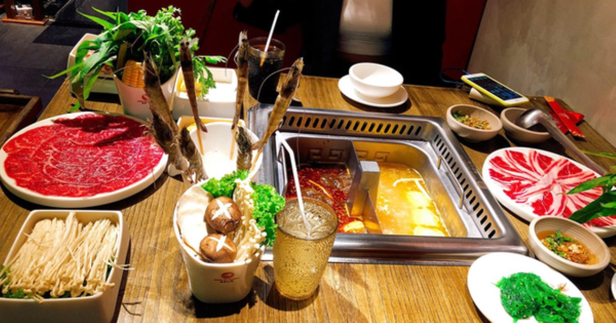 Ăn buffet bị phạt 200k vì thừa bó rau muống, thực khách đăng bài tố: Tôm thịt cá không có, còn rau bắt dùng hết nghĩ có ức không?