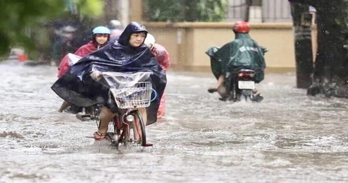 Mưa lớn khiến nhiều tuyến đường tại TP.HCM bị ngập