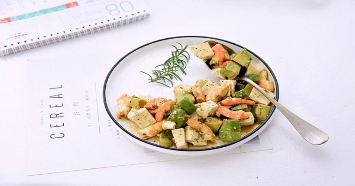 Trung thành với món salad này, nửa tháng sau bụng mỡ của tôi bay đi đâu mất