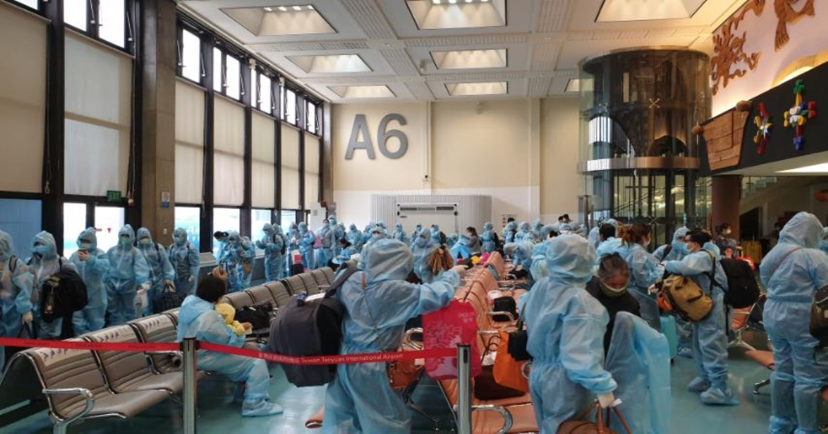 Thêm 2 chuyến bay đưa gần 360 công dân Việt Nam từ Đài Loan về nước