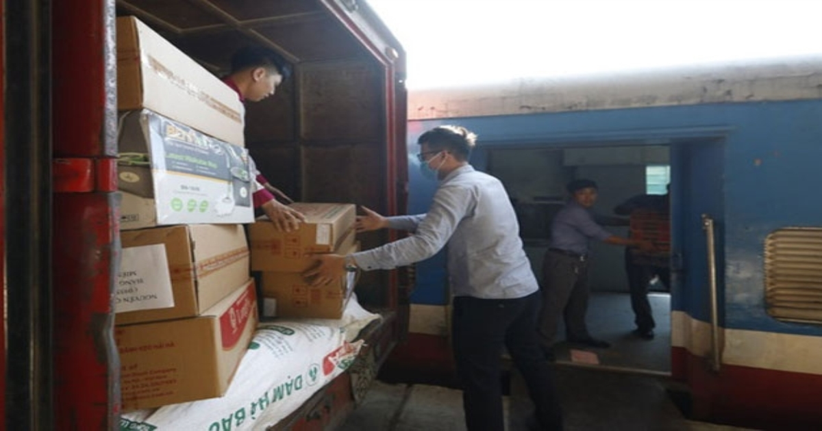 Đường sắt Việt Nam công bố đường dây nóng tiếp nhận vận chuyển miễn phí hàng cứu trợ