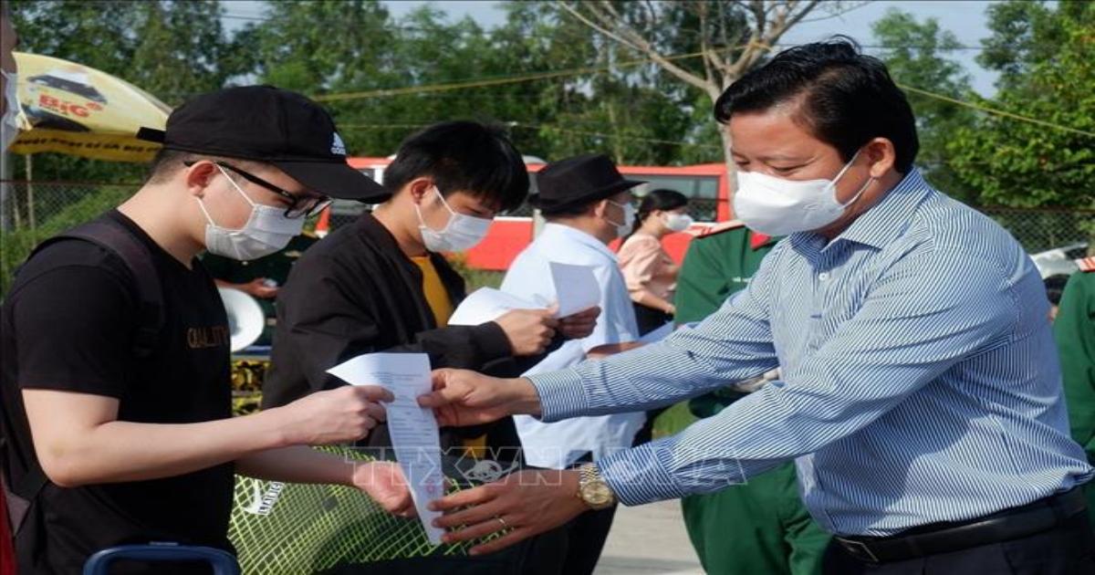 Long An trao giấy xác nhận hoàn thành thời gian cách ly cho 235 công dân