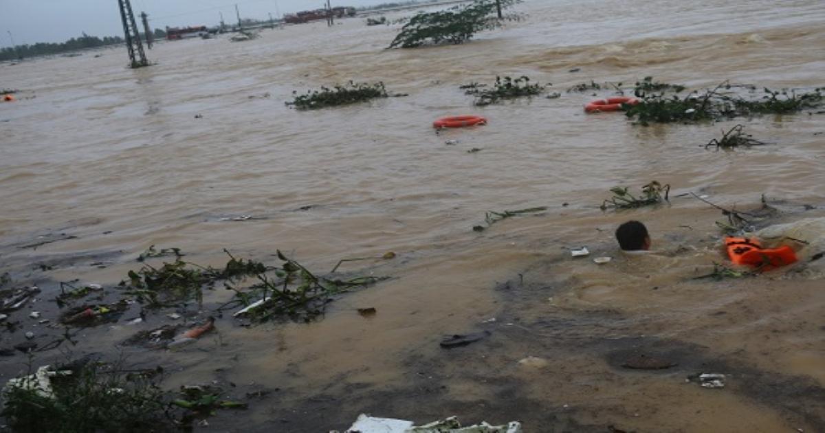 Nhân viên Trung tâm Kiểm soát bệnh tật tỉnh Quảng Bình dũng cảm cứu người