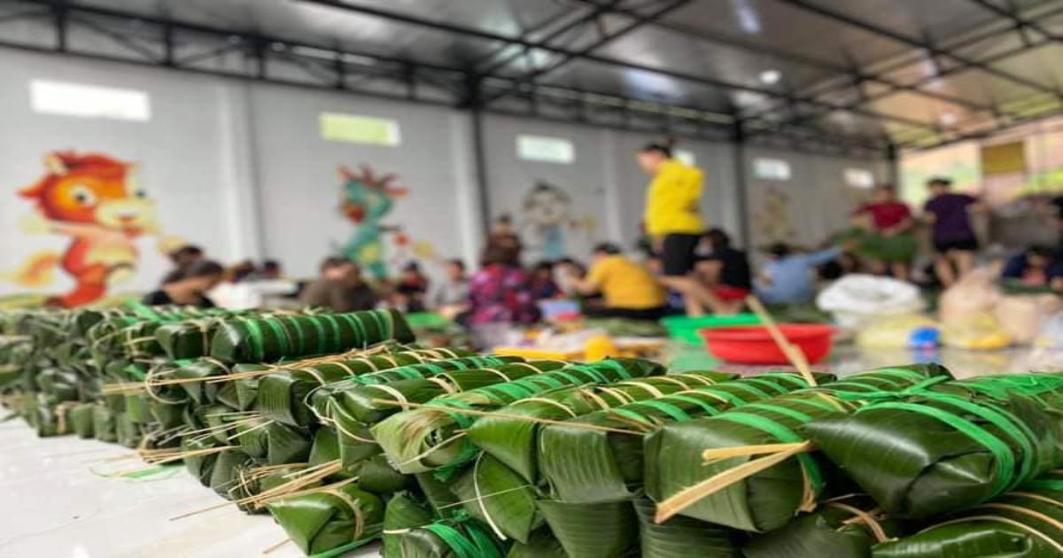 Hàng vạn bánh chưng, bánh tét nghĩa tình của người dân Nam Trung bộ- Tây Nguyên tới tay đồng bào vùng lũ
