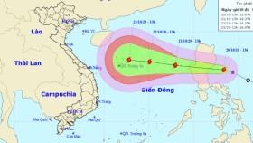 Bão không ngừng tăng cấp di chuyển nhanh vào Biển Đông, tàu thuyền cần tránh xa vùng nguy hiểm