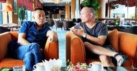 Nhà báo Lại Văn Sâm gây chú ý với khuôn mặt khó nịnh khi ngồi cạnh con trai, cuộc tâm sự giữa hai người đàn ông khiến ai cũng chú ý