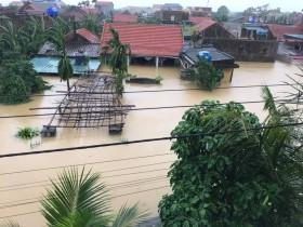 Xót ruột xin tiếp tế lương thực khẩn cấp đến bà con vùng rốn lũ Quảng Bình