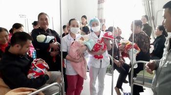 Hai ngày trong đỉnh lũ, bệnh viện tuyến huyện mổ đẻ cho 20 sản phụ