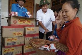 Ông Đoàn Ngọc Hải lùng sục siêu thị, mua đồ cứu trợ người miền Trung: Tôi không nhận tiền
