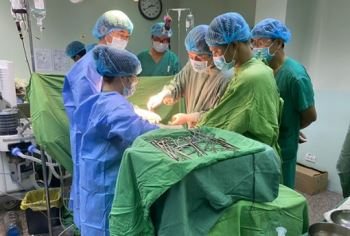 Huy động 20 bác sĩ cứu thành công bệnh nhân bị xe container cán