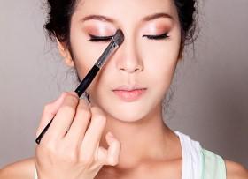 Sau khi nâng mũi cần kiêng trang điểm trong bao lâu?