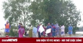 Người dân vùng lũ Quảng Bình ra đường BOT vẫy xe xin cứu trợ