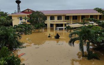 Đỡ đẻ an toàn cho hàng chục sản phụ trong lũ lụt